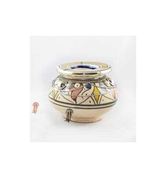 Cendrier marocain fait main rouge, bleu et jaune, cerclé de métal poli et torsadé