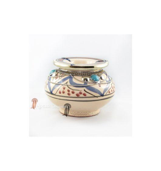 Cendrier marocain fait main bleu et rouge, incrusté et cerclé de métal poli et torsadé